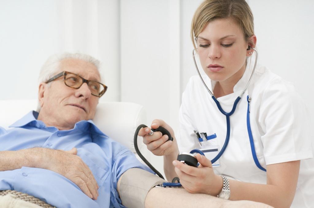 Лечение высокого давления у пожилых людей народными средствами